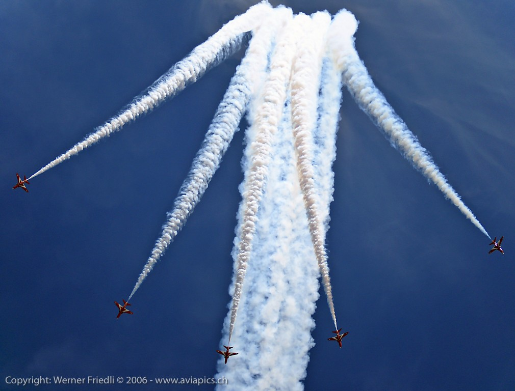 RedArrows_Fairford_2006-1